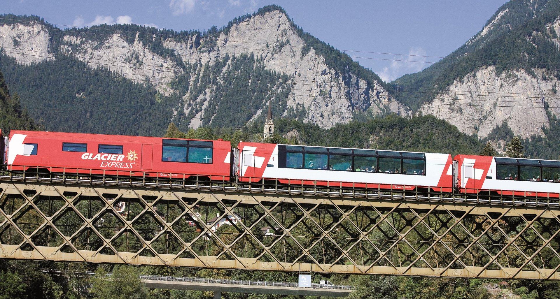 Glacier Express, Sommer, Rheinbr�cke, Vorderrhein, Hinterrhein