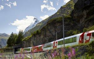 ©Glacier Express AG, Stefan Schlumpf (5'000 x 3'751 px / 11,54 MB) <a href='fileadmin/user_upload/GEX/Bilder/Pressebilder/Zug_Matterhorn_Glacierexpress_Schlumpf.jpg' download class='dlink'>Download Link</a>